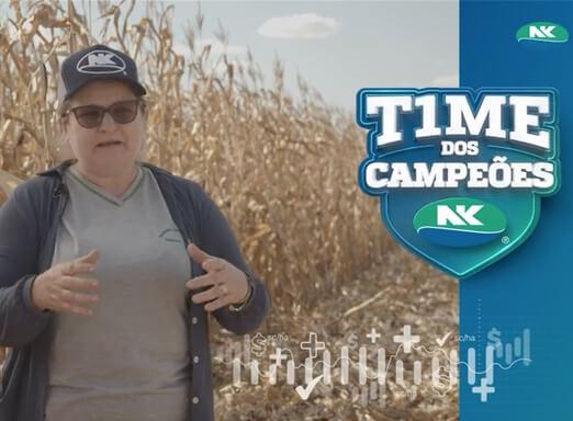 Produtora  Eliana Dalla Bona em lavoura de milho